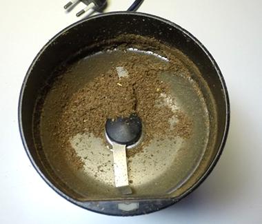 Stødt spidskommen i kaffekværn