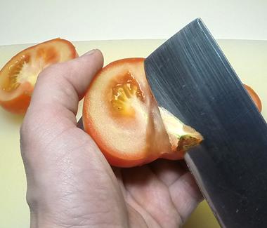skaer-blomsten-ud-af-tomaterne