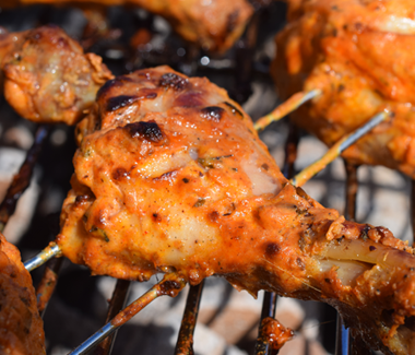 Grillet indisk marinerede kyllingelår